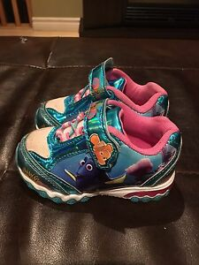 Finding Dory sneakers size 6 (Toddler)