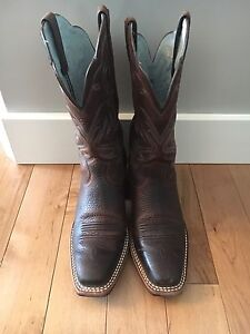 Size 7 Woman's Ariat Cowboy Boots for Sale