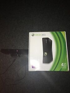 Xbox 360 4gb with 2 controllers 14 games all great condition