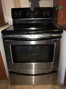 Fridge and stove stainless steel Frigidere