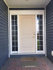 Exterior door with 2 sidelights
