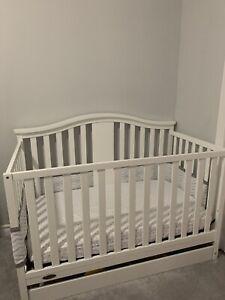 GRACO white crib 4-in-1