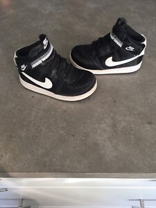 Toddler Nike shoes  8T