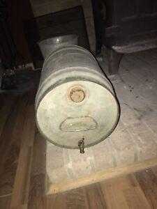 Ancien bidon de fer