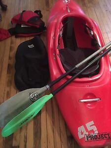 Kayak d'eau vive ( de rivière ) white water kayak