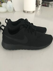 Nike Roshe all black size 8 NEW running shoes sneakers