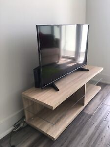 TV and Bench - Toshiba 42inch 1080p