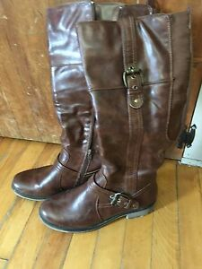 Tall riding boots size 9 brown in color