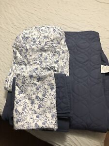 King size quilt with shams and queen size sheet set