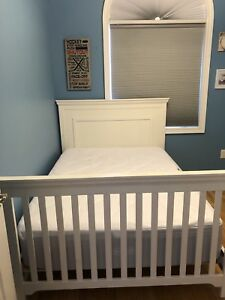 Crib/bed and dresser