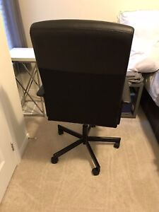 Desk Chair with the plastic cover for floor