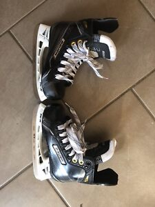 Bauer Hockey Skates - Size Youth 11