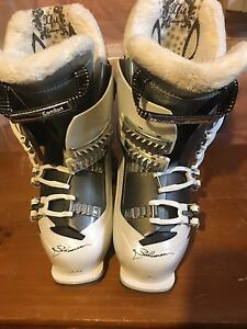 Salomon womens ski boots size 24.5