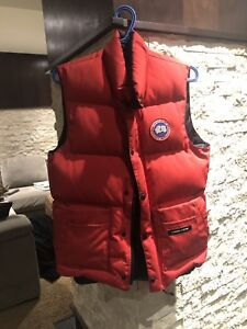 Canada Goose Vest Red Size XS
