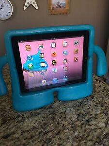 iPad 1st generation 32gb + wifi with iGuy cover