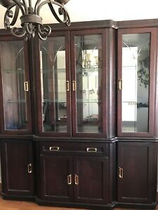 Dining room hutch -Excellent condition
