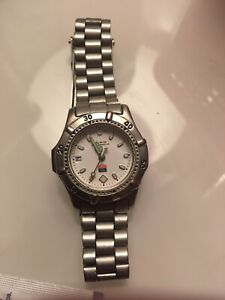 Saphire crystal water resistant 200m stainless steel Swiss watch