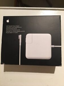 Apple Mac book power cord/ charger cord