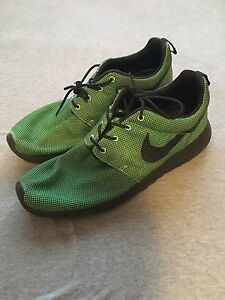 Nike Roshe Run Size 13