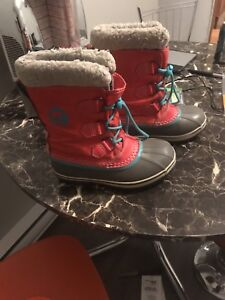 Size 2 youth sorel boots waterproof