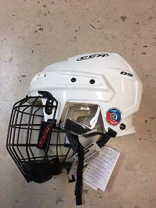 Casque de hockey CCM 05 neuf