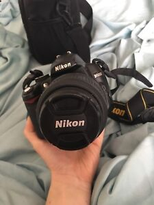 NIKON D5000 DSLR w/ lens, camera bag, and new charger.