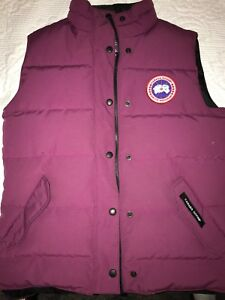 Women's Canada Goose Vest: Medium