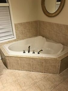 Bain avec robinetterie- bathtub with faucets