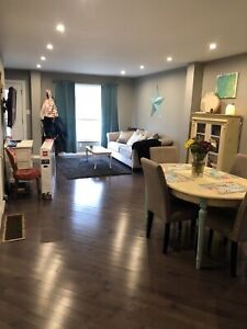 Newly renovated, detached 2bedroom near bay front & go station