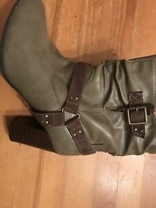 Women's short leather boots