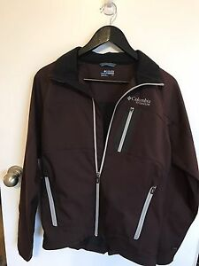 Like new Men's size small Columbia jacket