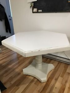 White table blanche