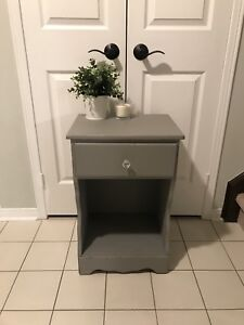 Solid wood single bedside table