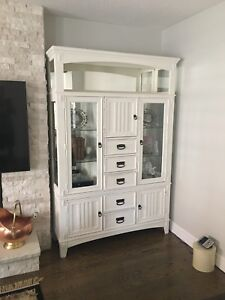 Antique style display cabinet