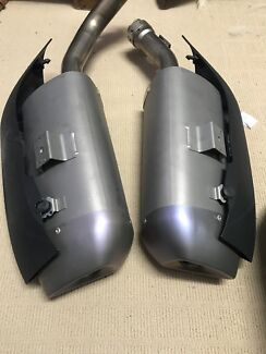 2009 Yamaha yzf-R1 stock exhausts