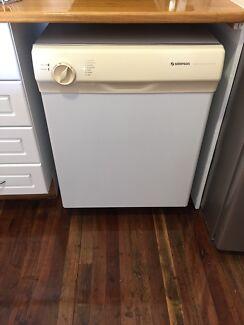 Simpson Dishwasher, Rangehood, Natural Gas Oven-Clean-works great