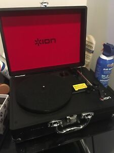 Record player / turntable