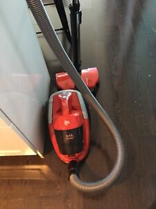 Dirt Devil bagless vacuum cyclonic powerful suction