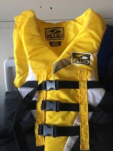3 life jackets with case