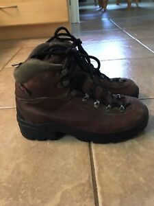 Columbia hiking boots size 6.5
