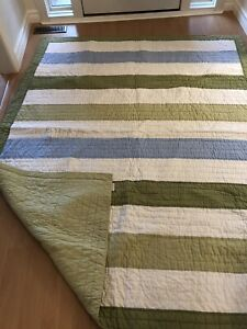 Twin bed quilt. Pottery Barn Kids. Excellent condition