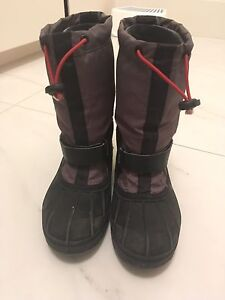 Boys Columbia winter boots - size 5