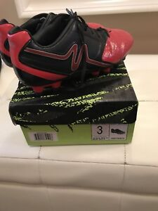 Kids Soccer cleats - youth size 3