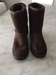 UGG CLASSIC SHORT BOOTS - EXCELLENT CONDITION!