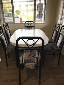 Dinning Table w/leaf & 6 chairs