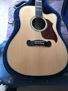 GIBSON Songwriter Deluxe single cutaway acoustic guitar