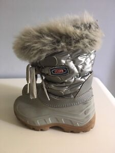 Girls winter boots euro size 27/28