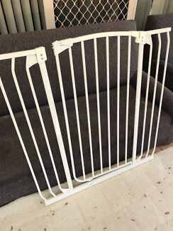 Baby / pet gate