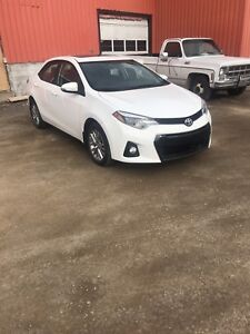 2014 Toyota Corolla S Plus/Navigation + Sunroof 6 speed