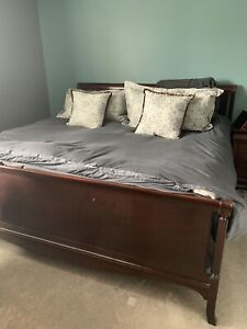 Bedroom set King headboard, dresser and chest